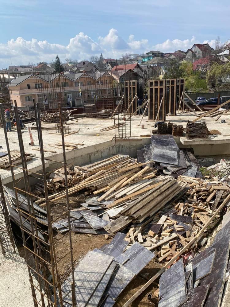 APL Stăuceni solicită instanței de judecată să se pronunțe privind legalitatea lucrărilor de construcție a blocului locativ cu 4 nivele din str. C. Stamati, 1A